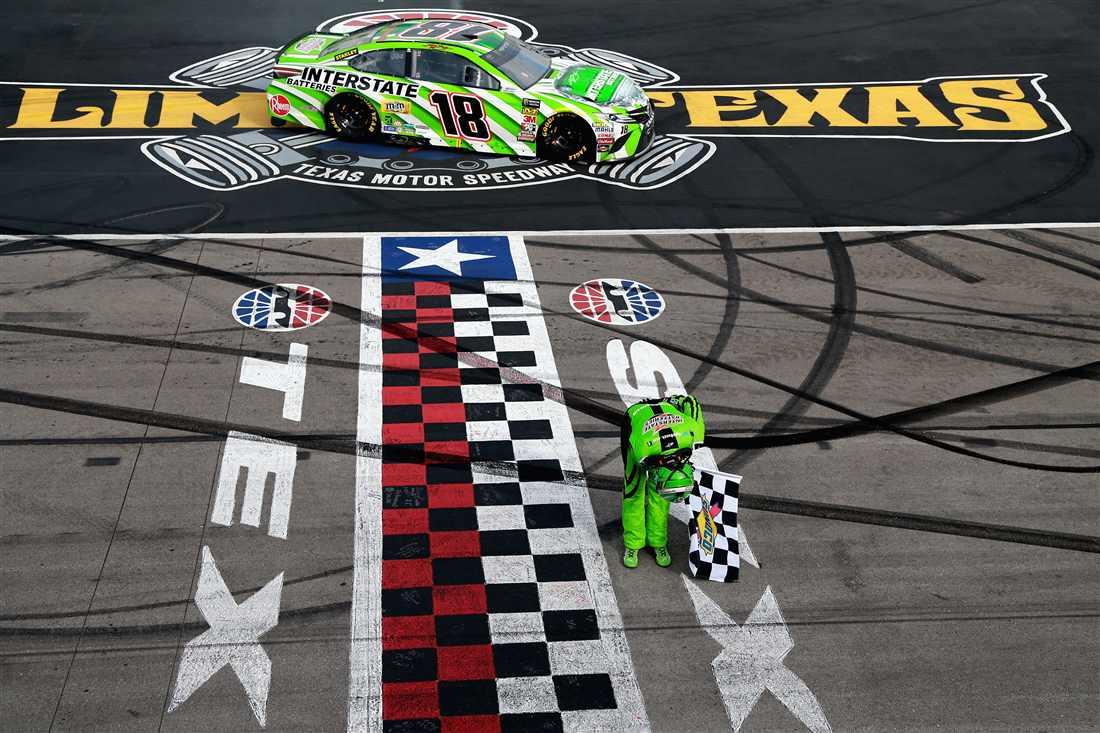 NASCAR | Gara caotica in Texas, vince Kyle Busch!
