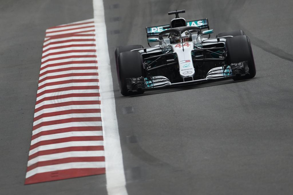 F1 | GP Azerbaijan: Hamilton vince l'ennesima gara pazza. Raikkonen e Perez a podio