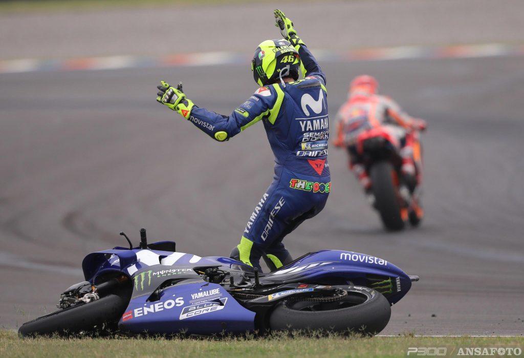 Marquez esaspera, Rossi esagera, la Race Direction evapora