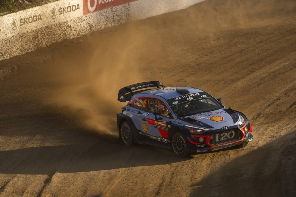 WRC | Portogallo: Neuville allunga su Evans, incidente per Meeke