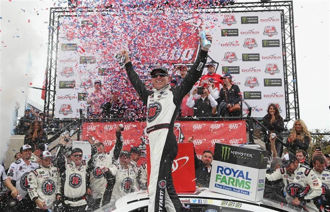 NASCAR | Harvick cala il poker a Dover!