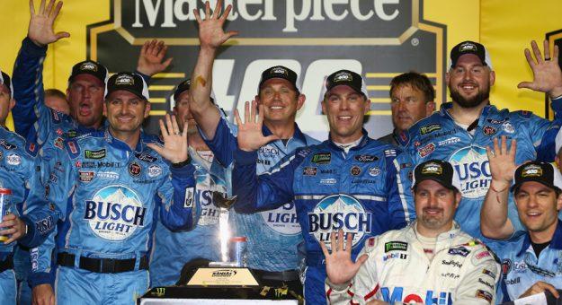 NASCAR | Harvick firma la cinquina in Kansas