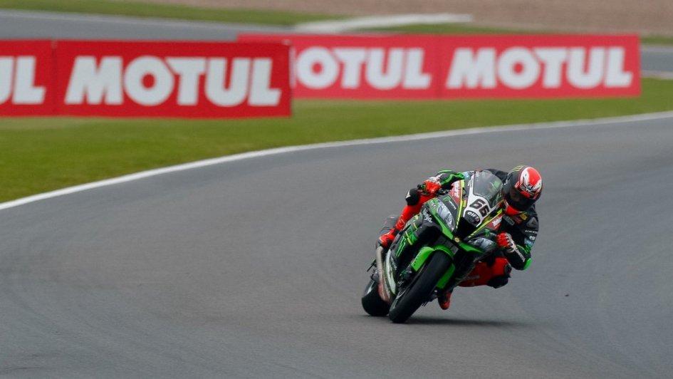 SBK | GP Gran Bretagna: Kawasaki davanti, Sykes batte il record di Corser