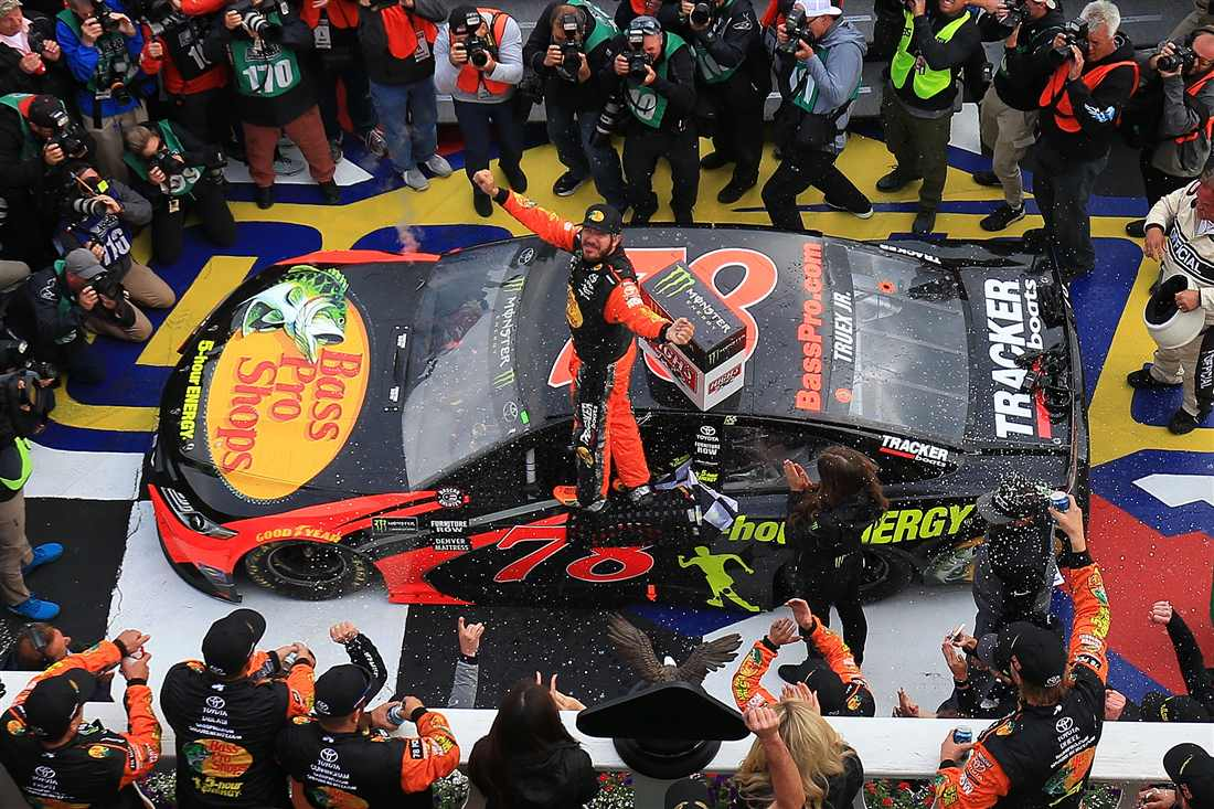 NASCAR   Truex ritorna alla vittoria a Pocono