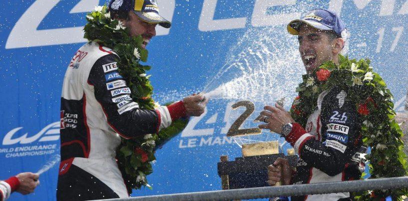 """<span class=""""entry-title-primary"""">Critiche ed elogi, due facce della stessa medaglia</span> <span class=""""entry-subtitle"""">Social divisi per l'Alonso versione Le Mans</span>"""