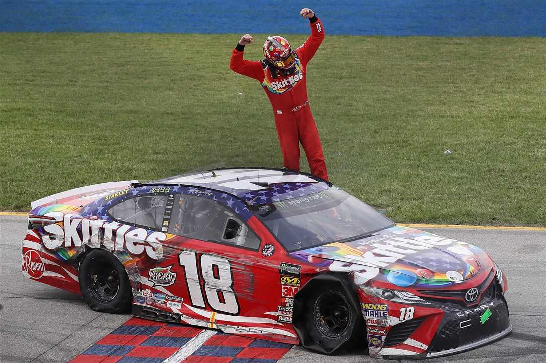 NASCAR | Finale mozzafiato a Chicago, Kyle Busch batte Larson!