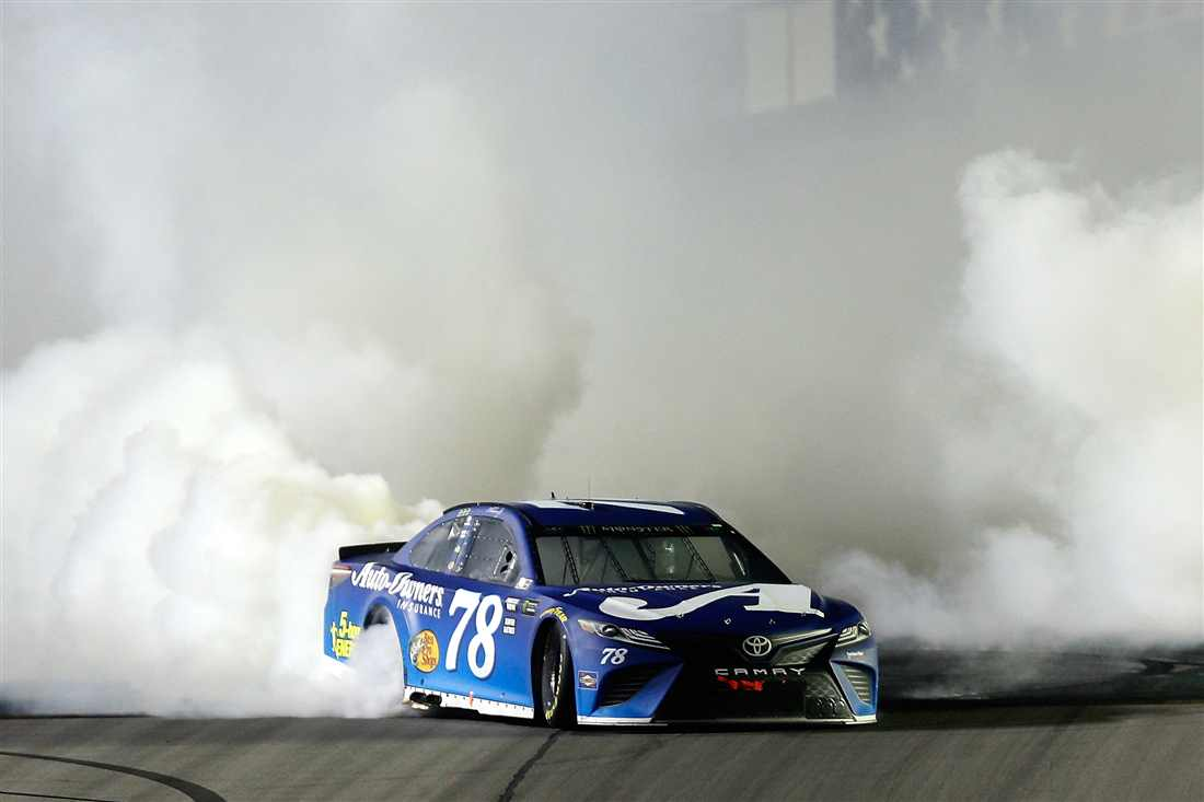 NASCAR | Truex domina in Kentucky