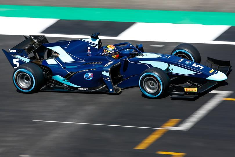 F2 | GP Gran Bretagna: Russell beffato ai box, Albon vince la feature race