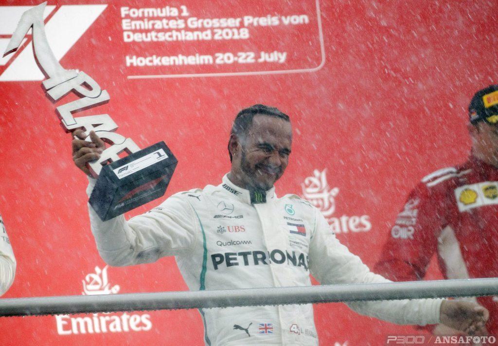 Lewis e la pioggia che lava tutto. Anche i fantasmi