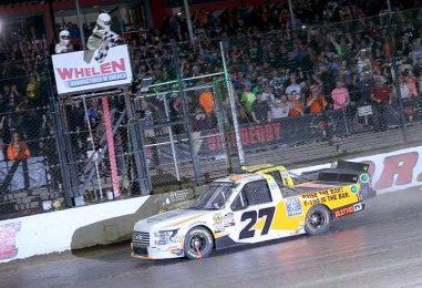 NASCAR   Truck: Chase Briscoe vince sullo sterrato di Eldora