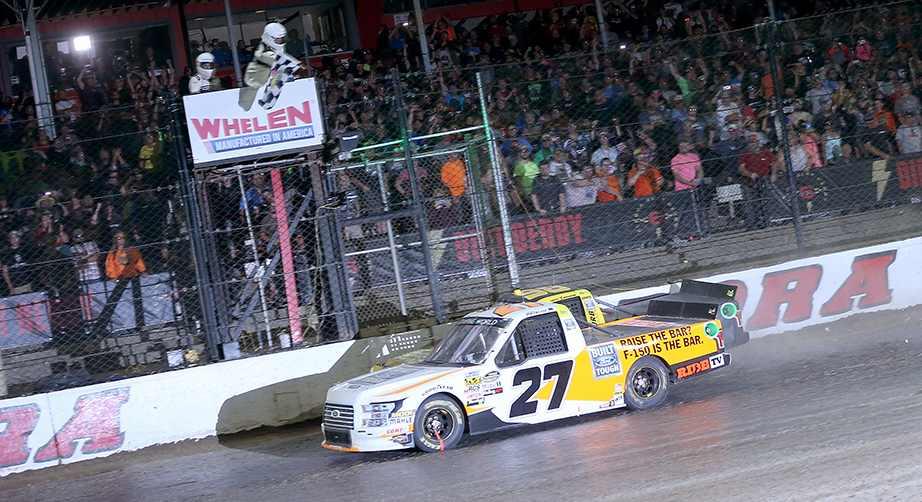 NASCAR | Truck: Chase Briscoe vince sullo sterrato di Eldora