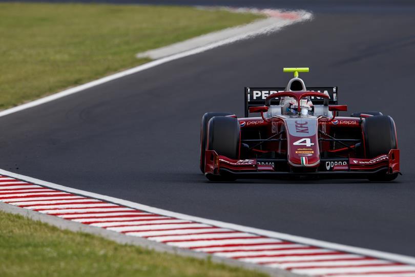 F2 | GP Ungheria: de Vries rimonta e vince su Norris, Russell out
