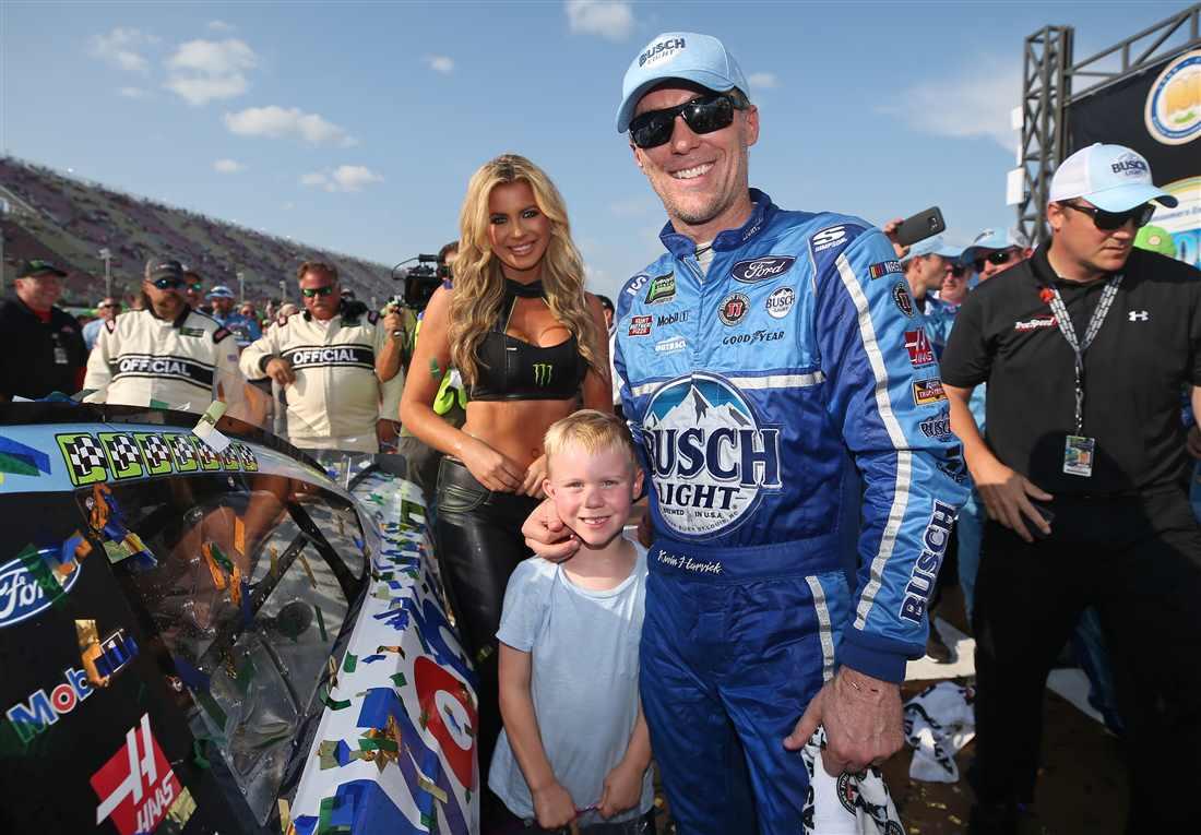 NASCAR | Harvick domina in Michigan