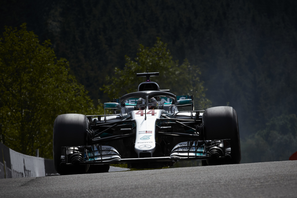 F1 | GP Belgio, qualifiche: Hamilton ancora mago della pioggia, la pole è sua