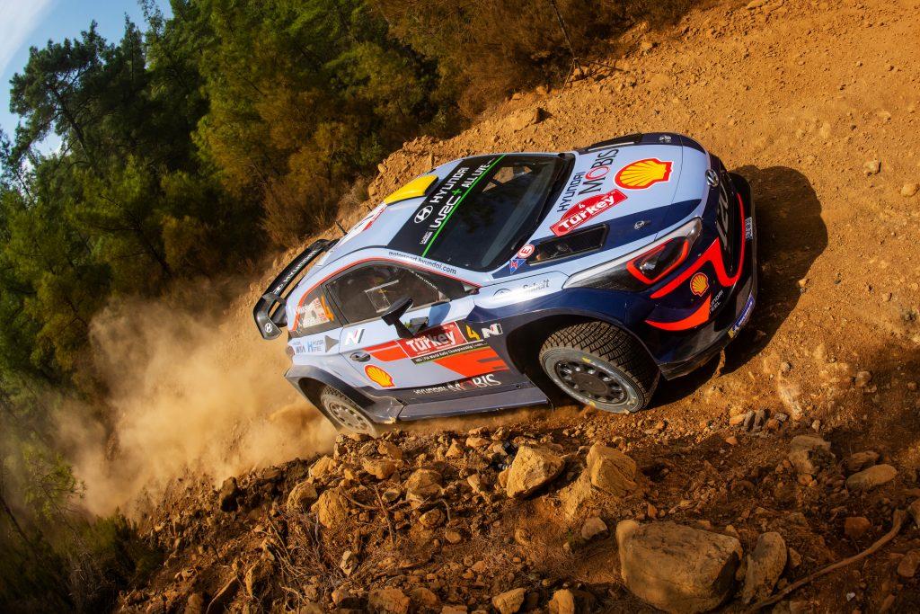 WRC | Turchia: Mikkelsen comanda davanti alle Citroën e a Neuville
