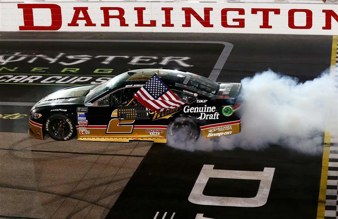 NASCAR | Keselowski fa doppietta a Darlington!