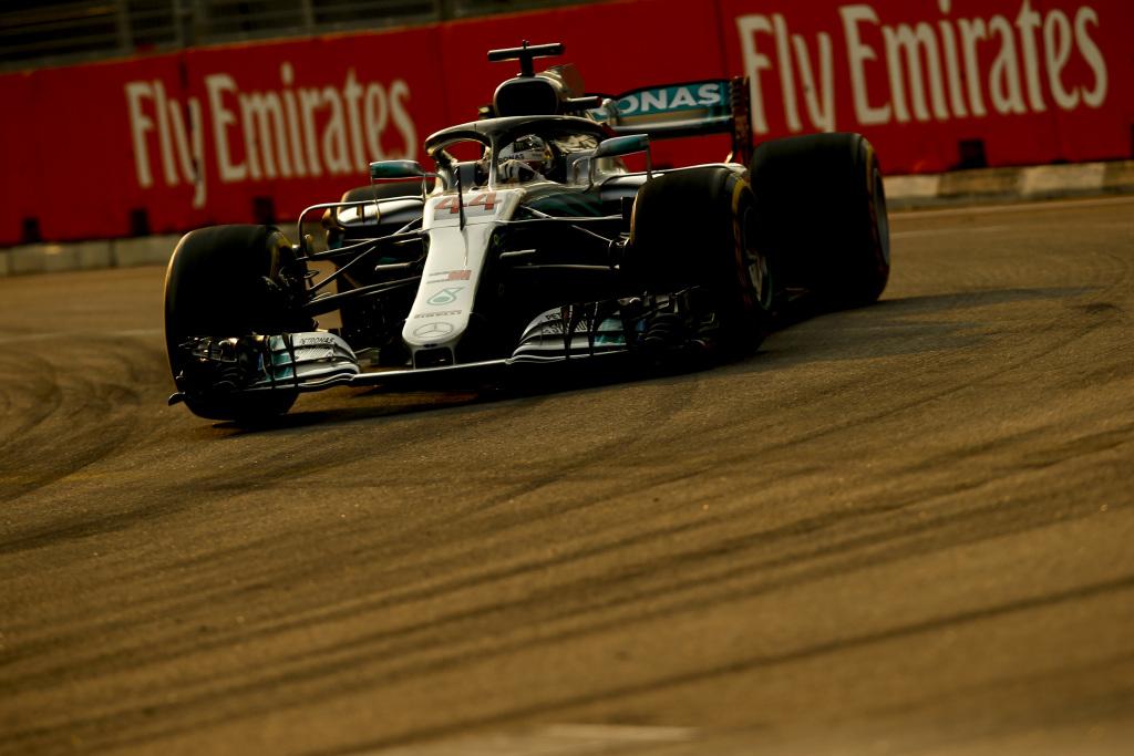 F1 | GP Singapore, qualifiche: Hamilton extraterrestre, pole numero 79 davanti a Verstappen