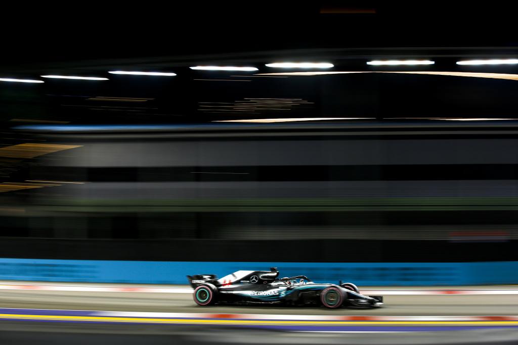 F1 | GP Singapore: Hamilton domina su Verstappen e Vettel. Spallata al mondiale