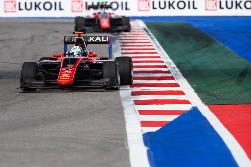 GP3 | Abu Dhabi: Mazepin segna la pole e tiene aperti i giochi