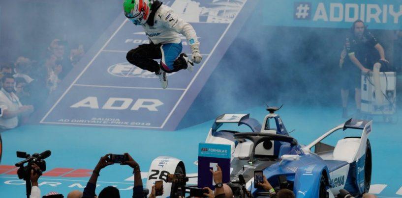 "<span class=""entry-title-primary"">Formula E | Ad-Diriyah: BMW vince al debutto con da Costa!</span> <span class=""entry-subtitle"">Gara caotica, il portoghese sfrutta le penalità inflitte alle Techeetah</span>"
