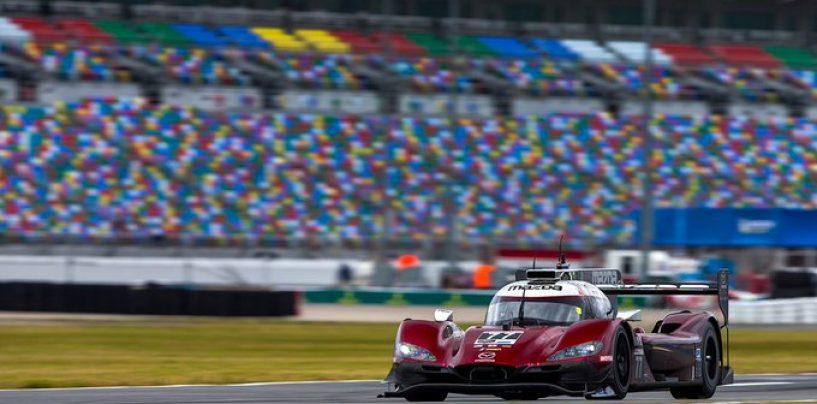 """<span class=""""entry-title-primary"""">24h di Daytona: Jarvis poleman da record, Ferrari comanda tra le GTD</span> <span class=""""entry-subtitle"""">Cade ufficialmente il record di PJ Jones, Tandy leader in GTLM con Porsche</span>"""