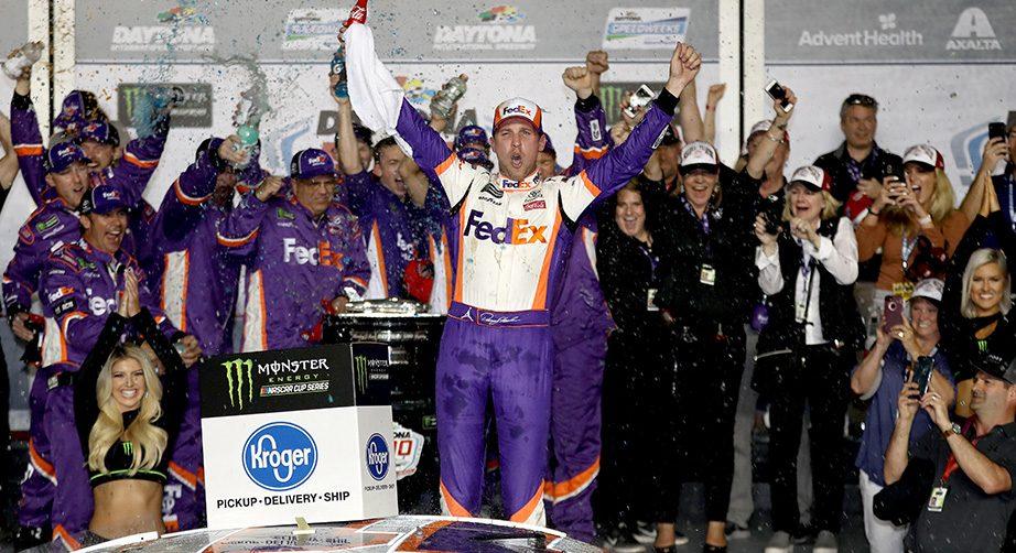 NASCAR   Hamlin vince la Daytona500 per sé e per JD Gibbs!