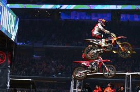 Supercross | Webb batte Roczen in volata ad Arlington