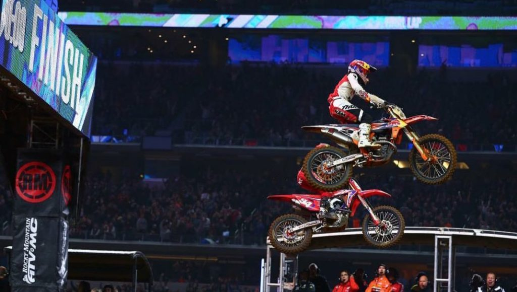Supercross | Webb batte Roczen in volata ad Arlington