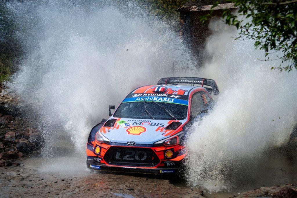 WRC | Messico: Mikkelsen comanda ma Ogier dà spettacolo, foratura per Neuville
