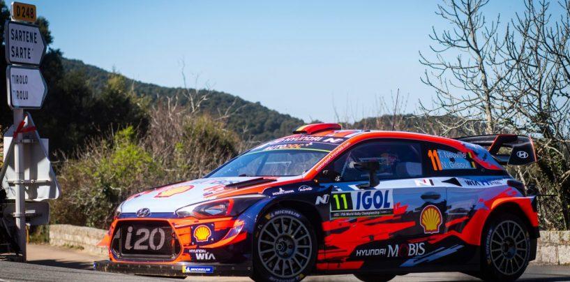 """<span class=""""entry-title-primary"""">WRC   Corsica: Tänak fora, Neuville balza in cima alla classifica</span> <span class=""""entry-subtitle"""">L'estone perde due minuti nella PS11, il belga supera Evans nella prova successiva</span>"""