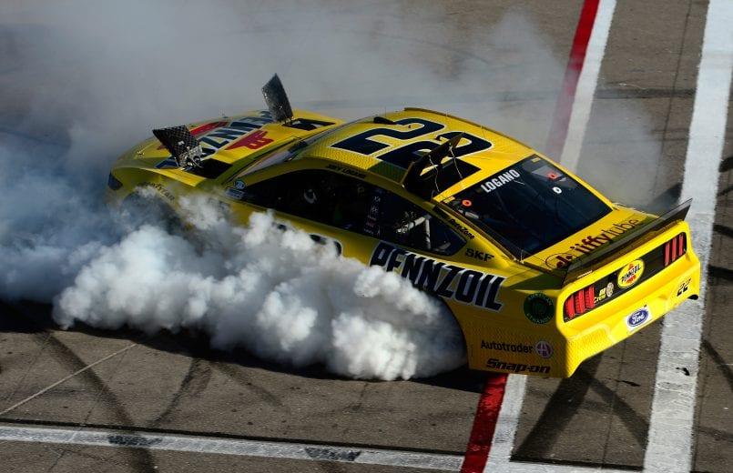 NASCAR | Colpo doppio di Logano a Las Vegas