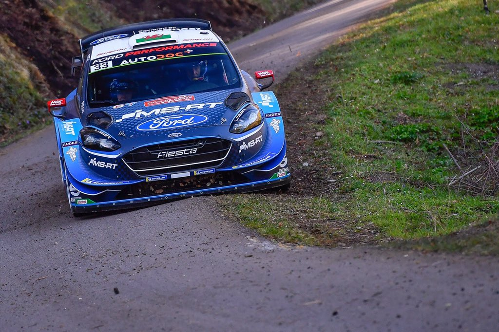 WRC | Corsica: Evans scavalca Tänak, nuovi problemi per Meeke