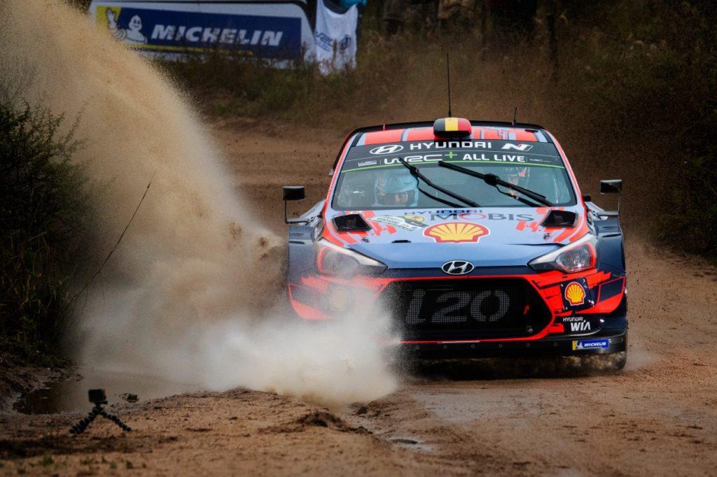 WRC | Argentina: Tänak rompe un semiasse, Neuville nuovo leader