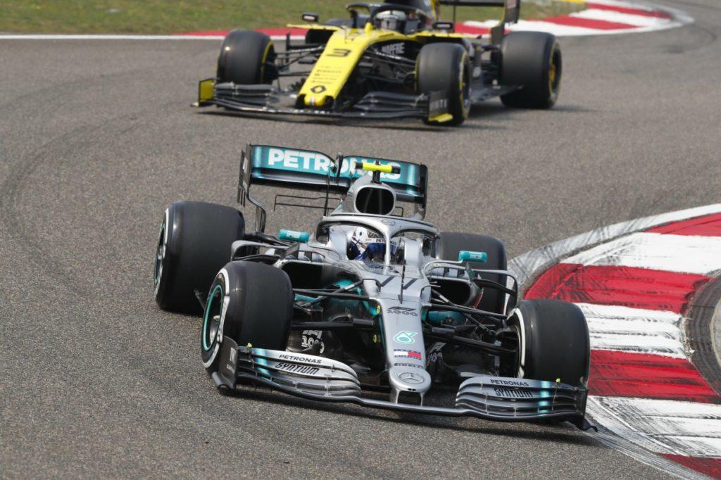 F1 | GP Cina, FP3: Bottas in testa, gran botto (senza conseguenze) per Albon