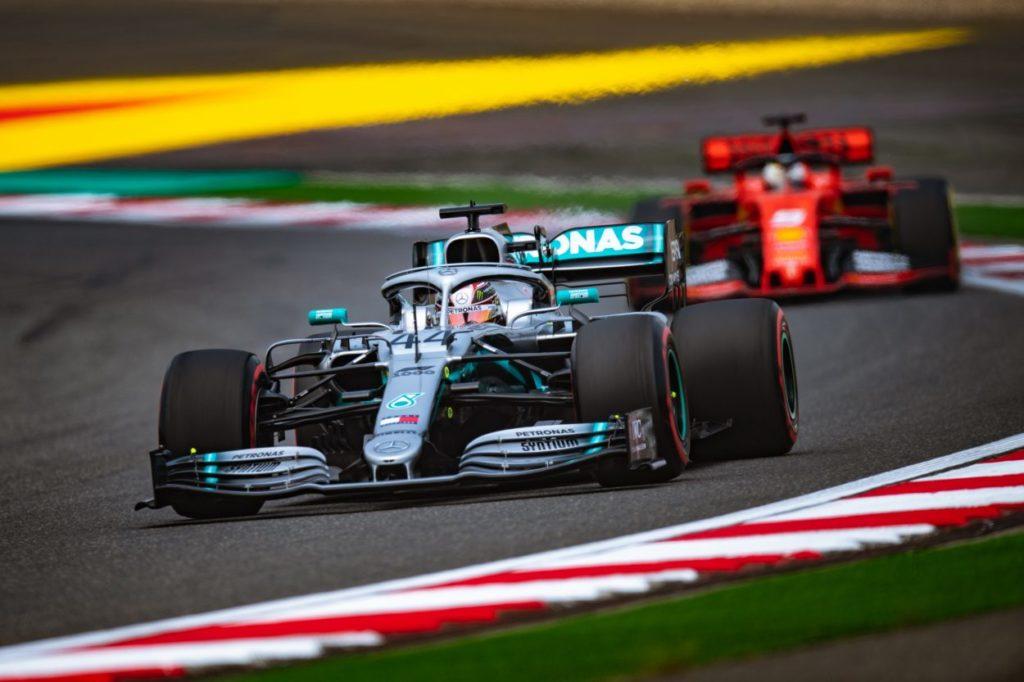 F1 | GP Cina: Hamilton vince il 1000°, doppietta Mercedes. Vettel 3°
