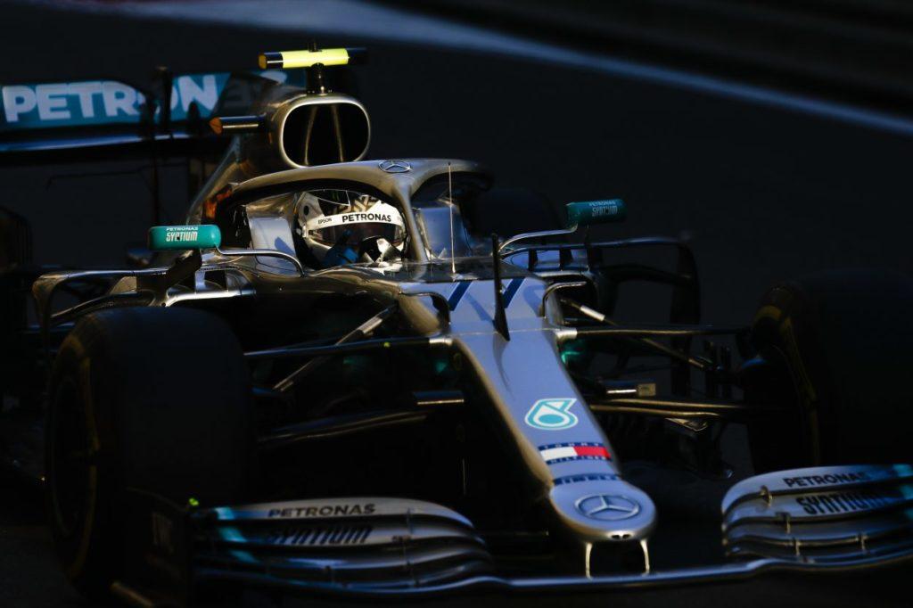 F1 | GP Azerbaijan, Bottas in pole in una qualifica drammatica. Vettel 3°, Leclerc a muro