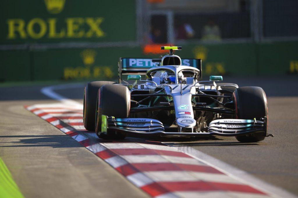 F1   GP Azerbaijan: Bottas vince la lotta con Hamilton, Mercedes 4a doppietta di fila