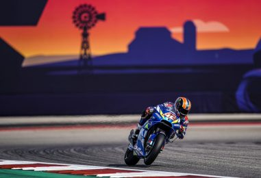 MotoGP | GP Americhe: clamoroso al COTA, Rins vince con Márquez k.o.