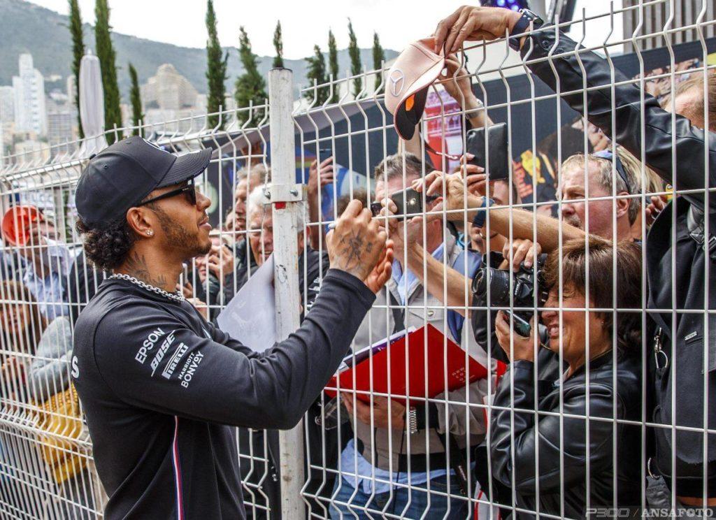 F1 | GP Monaco, FP1: Hamilton al millesimo su Verstappen e Bottas
