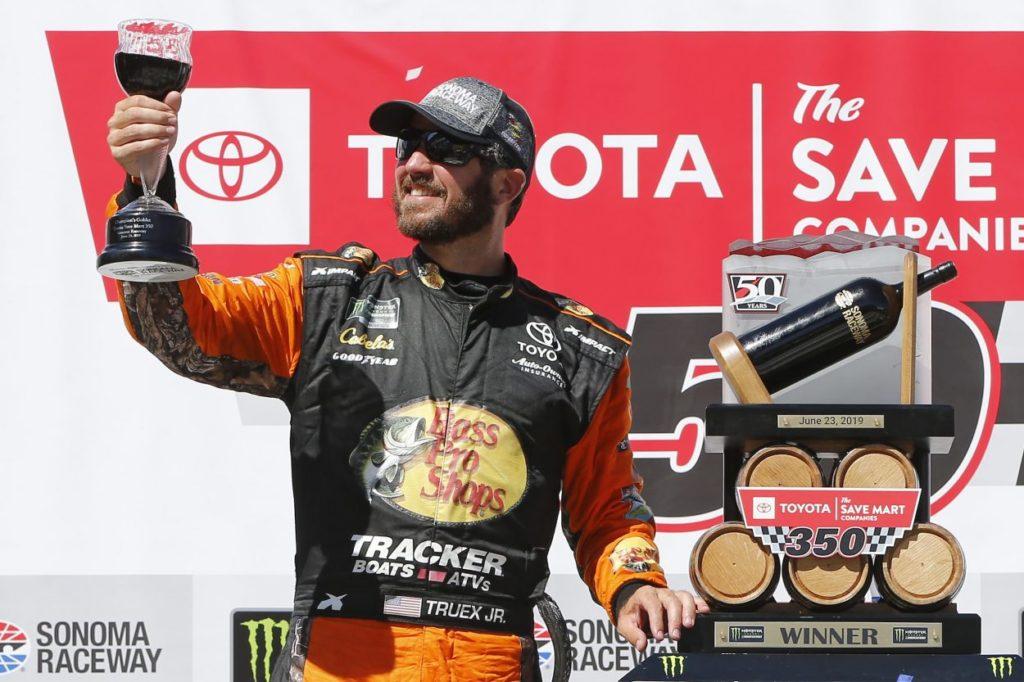 NASCAR | Truex ancora una volta re di Sonoma