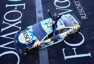 NASCAR | Harvick torna alla vittoria in New Hampshire