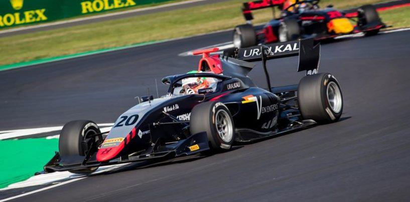 """<span class=""""entry-title-primary"""">F3   GP Gran Bretagna: Leonardo Pulcini torna alla vittoria in gara-2</span> <span class=""""entry-subtitle"""">Shwartzman di nuovo leader del campionato con il kappaò di Daruvala</span>"""
