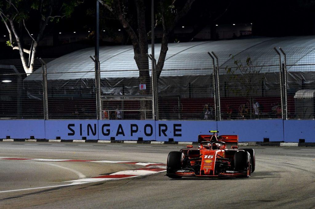 F1 | GP Singapore, qualifiche: Charles Leclerc ancora in pole con la Ferrari!