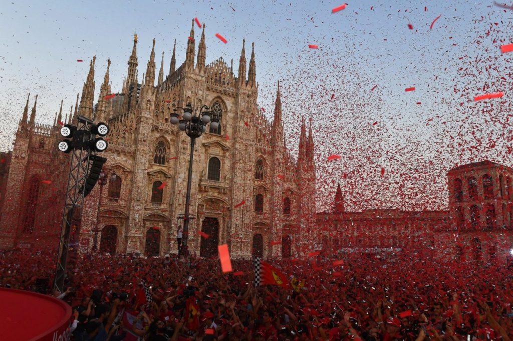 F1 | In migliaia per la festa Ferrari a Milano