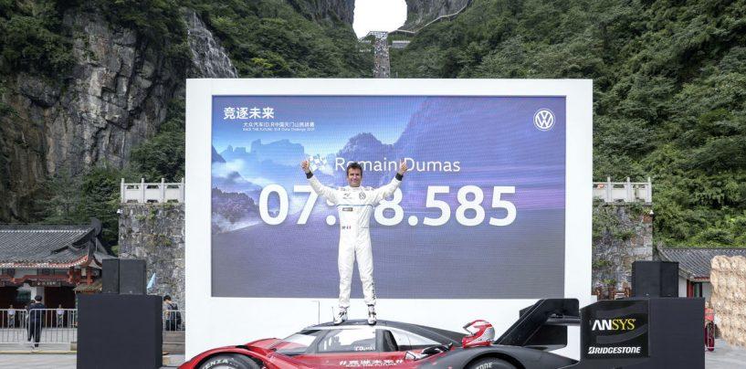 """<span class=""""entry-title-primary"""">La Volkswagen ID.R conquista anche la Tianmen Mountain</span> <span class=""""entry-subtitle"""">Ennesimo record stagionale per il prototipo elettrico con Romain Dumas alla guida</span>"""