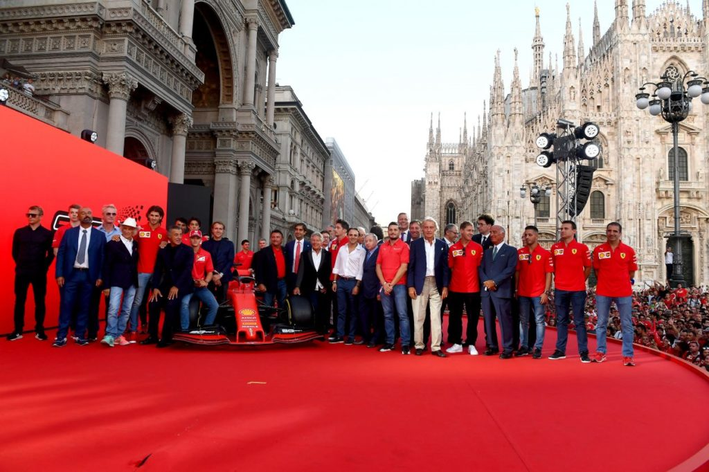 F1 | In migliaia per la festa Ferrari a Milano 1