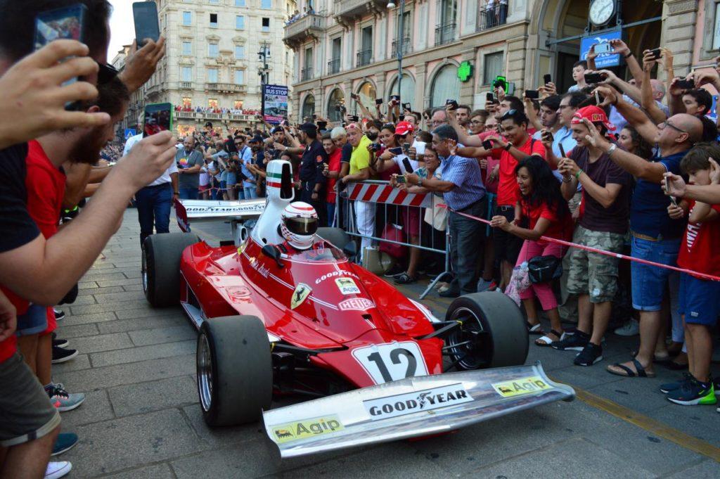 F1 | In migliaia per la festa Ferrari a Milano 7