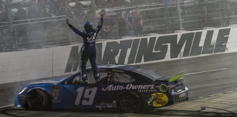"""<span class=""""entry-title-primary"""">NASCAR   Truex annienta la concorrenza a Martinsville</span> <span class=""""entry-subtitle"""">Il pilota della #19 guida per 464 giri su 500 ed è il primo qualificato per il gran finale di Homestead</span>"""