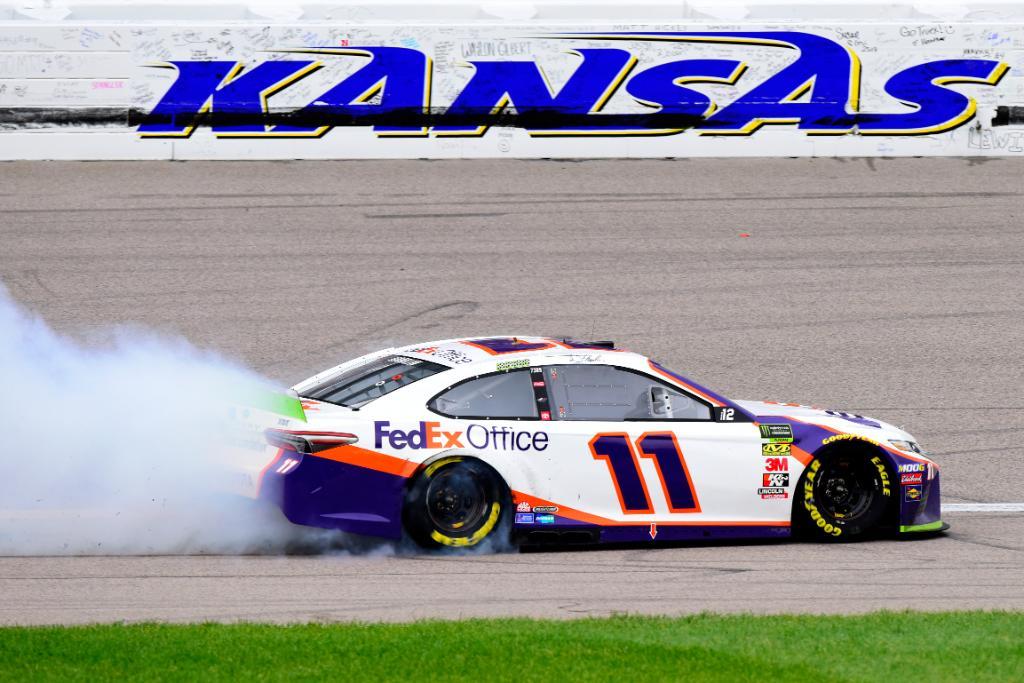 NASCAR | Hamlin vince in Kansas dopo due overtime