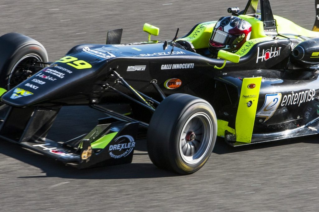 Tricolore F3 TopJet F2000 e titolo austriaco per Andrea Cola